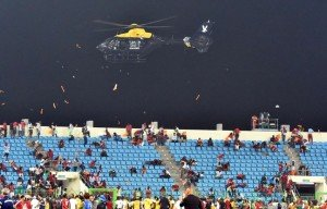 648x415_a-police-helicopter-flies-over-the-statdium-during-an-interruption-of-the-2015-african-cup-of
